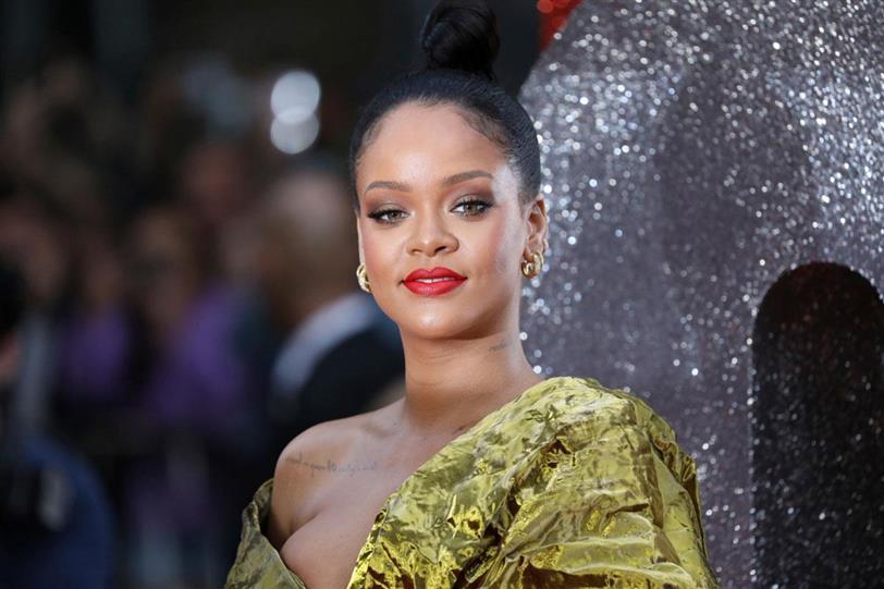 c957811024 Rihanna te quiere enamorar con su línea de lencería por San Valentín ...