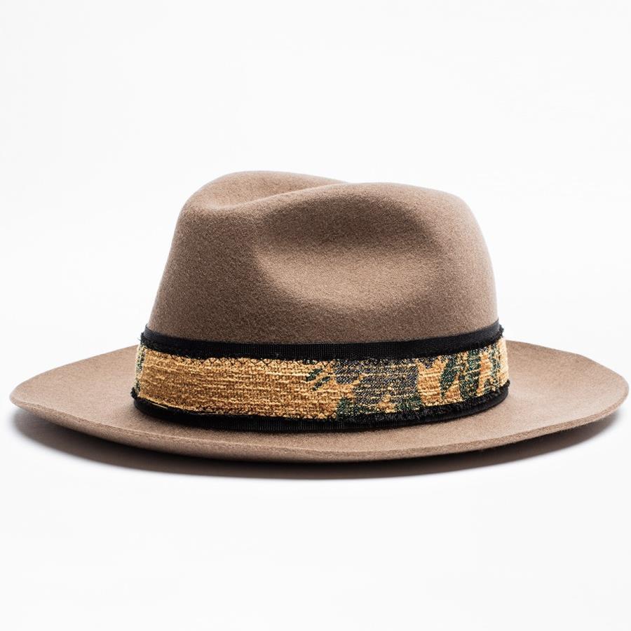 56eb074bf68a0 Sara Carbonero Sombrero Zadig. El sombrero que lleva Sara Carbonero es de  Zadig et Voltaire