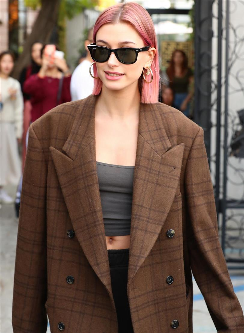 Hailey Baldwin se tiñe el pelo de color rosa