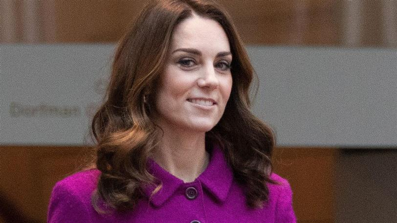 kate middleton conjunto top falda fucsia
