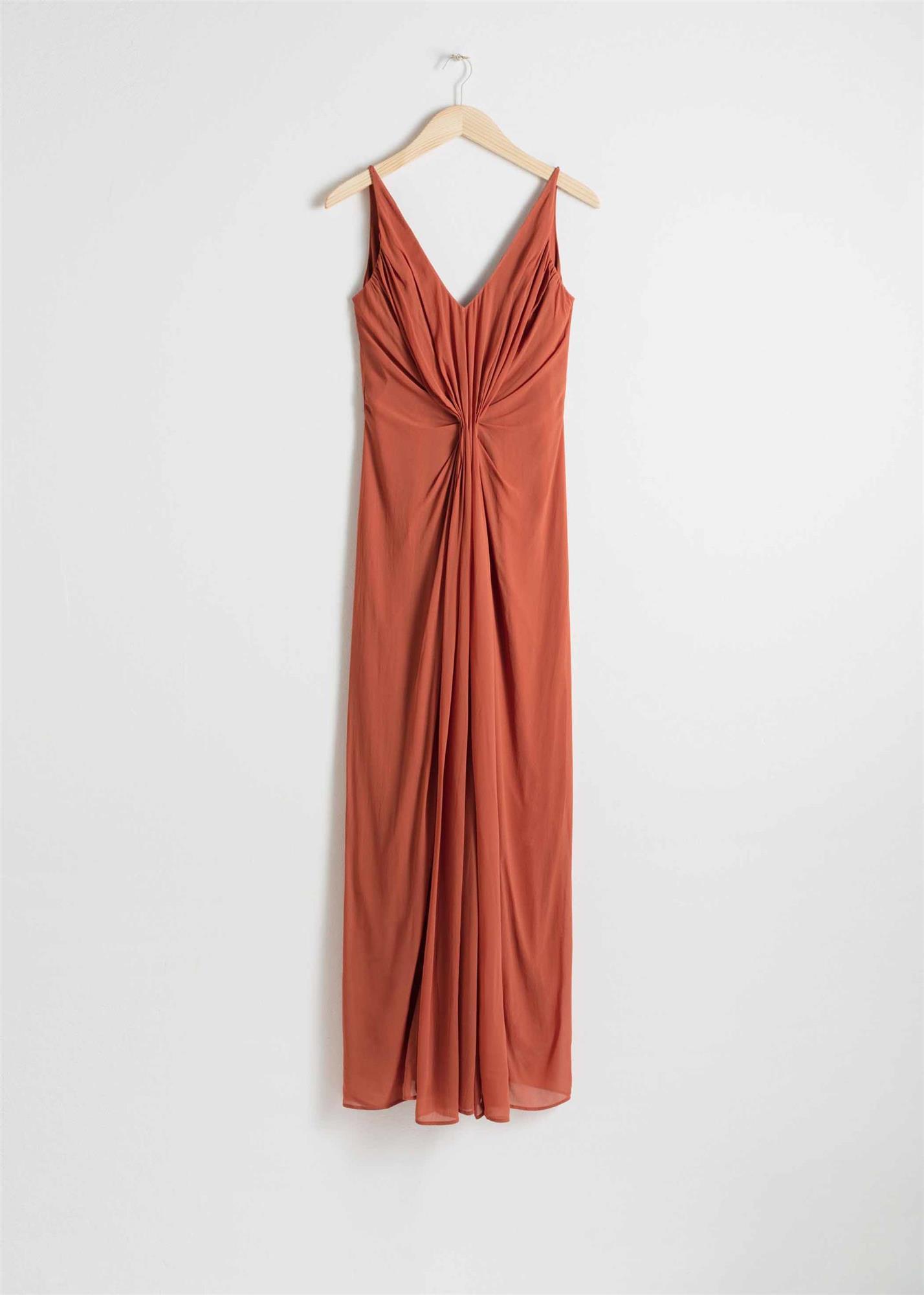 a080b6352 Vestido coral con fruncido de   other stories. Vestido salmón de estilo  griego