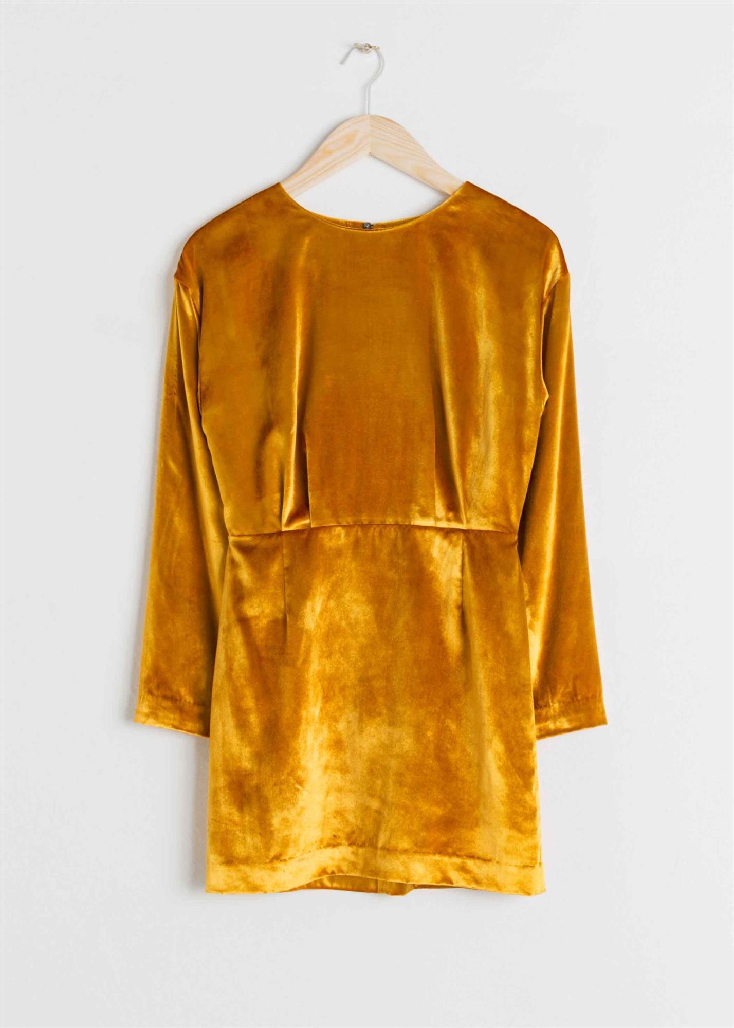77bd7d63a vestido de terciopelo mostaza   other stories. Vestido corto de terciopelo  mostaza