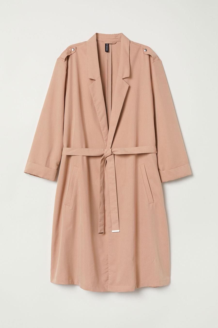 9688ddc12a977 abrigo-rosa-primavera-2019-tono-beige. Abrigo beige con un