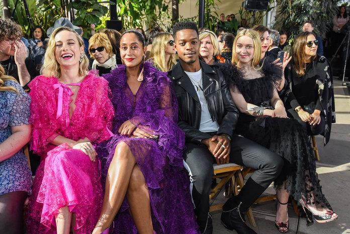 GettyImages-1127656156. Brie Larson, Tracee Ellis Ross, Stephan James y Dakota Fanning en Rodarte
