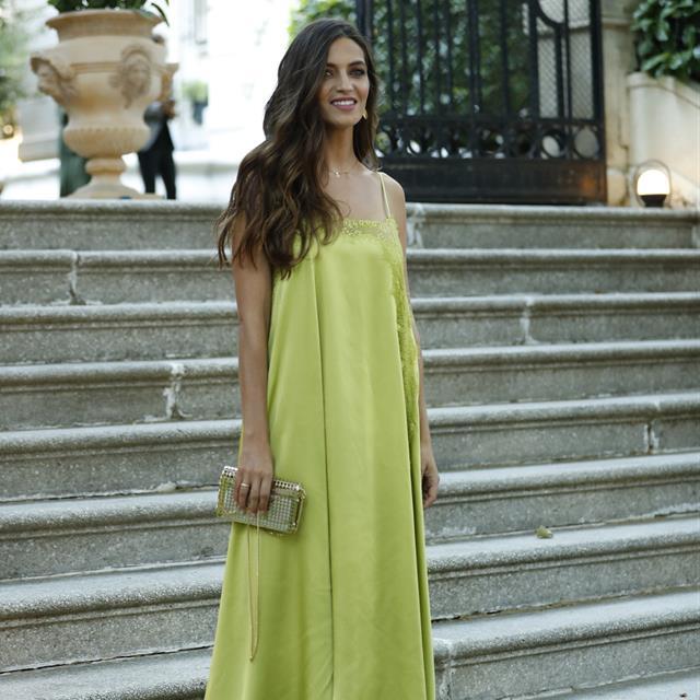 e7f911dea4 Sara Carbonero tiene el vestido de invitada de boda PERFECTO