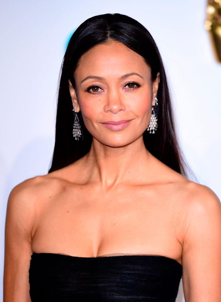 Thandie-newton. Peinado liso tabla