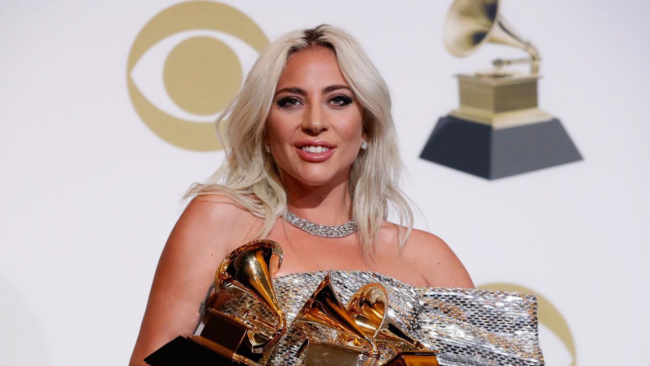 f208326c2 Lady Gaga se tatúa en homenaje a 'Ha nacido una estrella'... ¡y ...