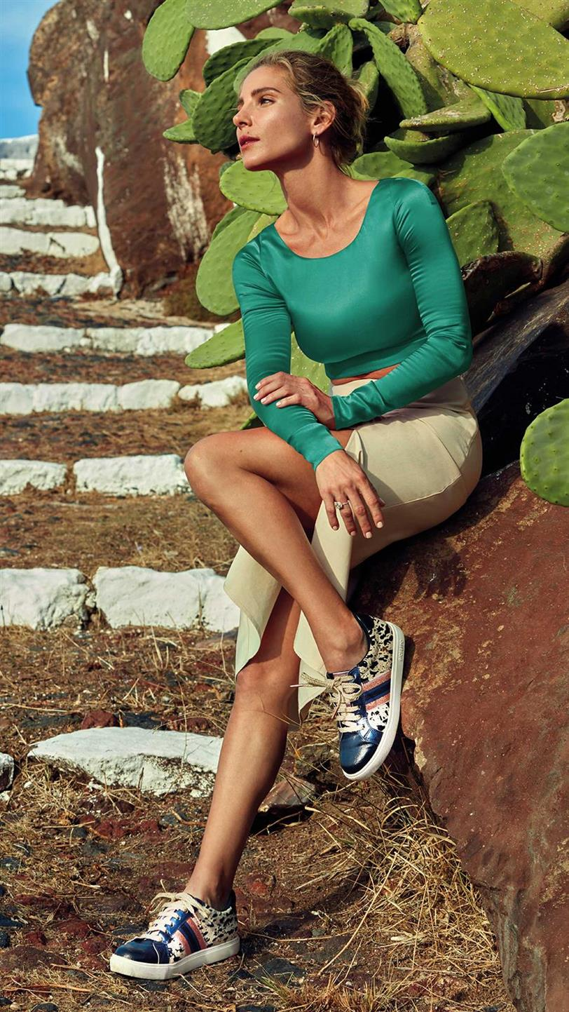 f0644e37f Elsa Pataky tiene el perfecto look de invitada con zapatillas - InStyle