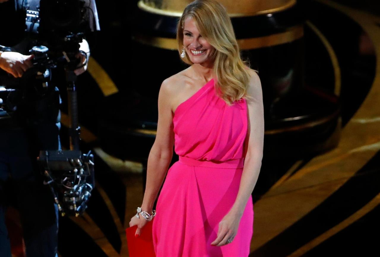 fccc70e18 Julia Roberts lleva a los Oscar el color que te quita años - InStyle