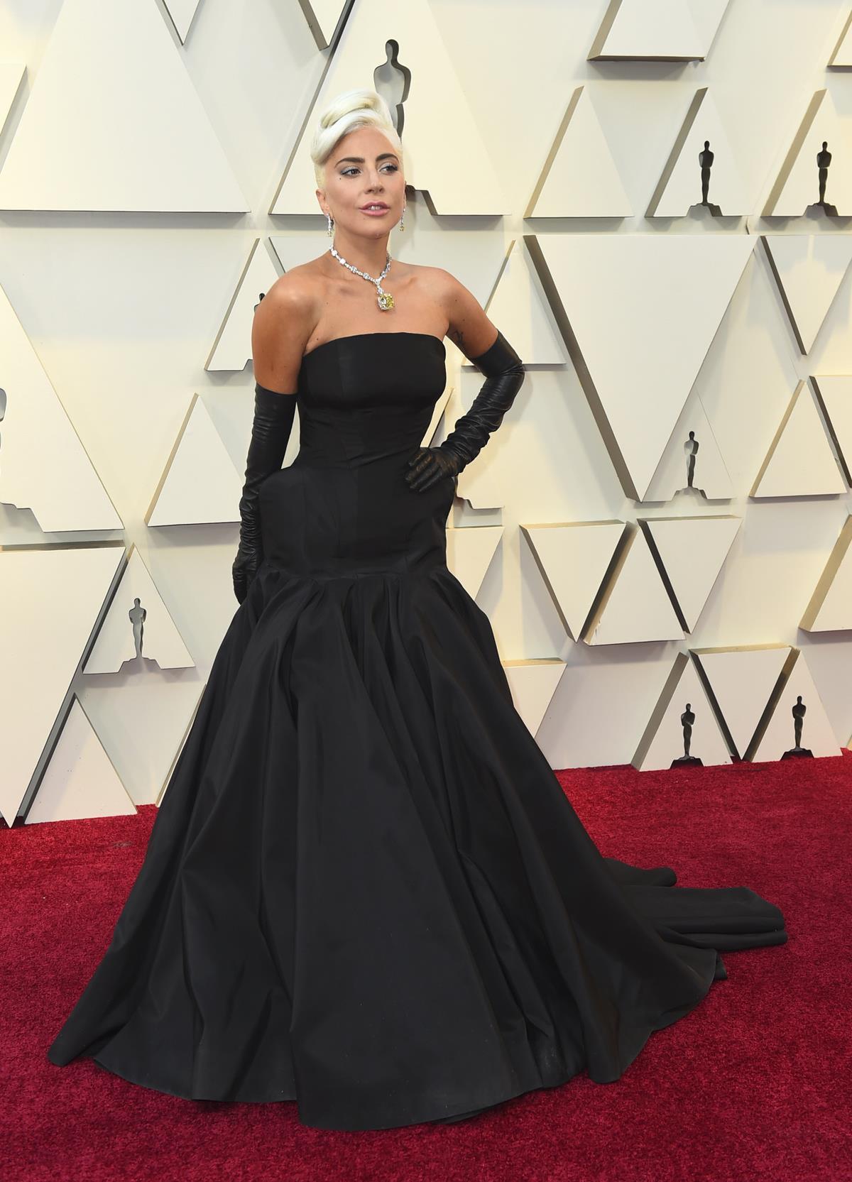 5d939d941 mejor-vestidas-oscars-20196. Mejor vestida Oscar 2019  Lady Gaga