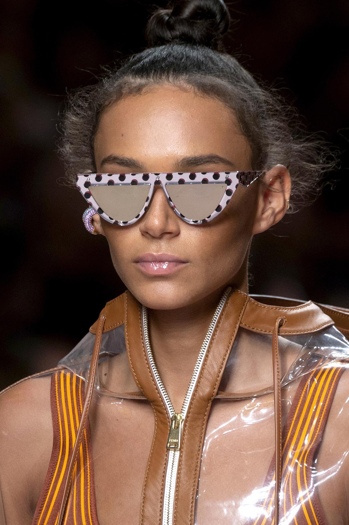 6d493d46cff 7-fendi-gafas-sol-pasta-estampada. Las gafas de sol