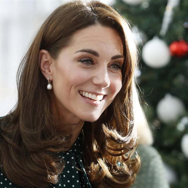 Kate Middleton luce un vestido plisado ideal de invitada