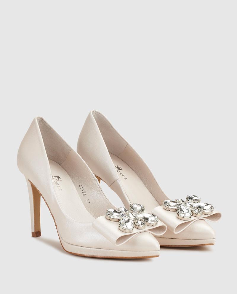 724d3d1217fee Fotos de Gloria Ortiz. Unos zapatos de novia con broche