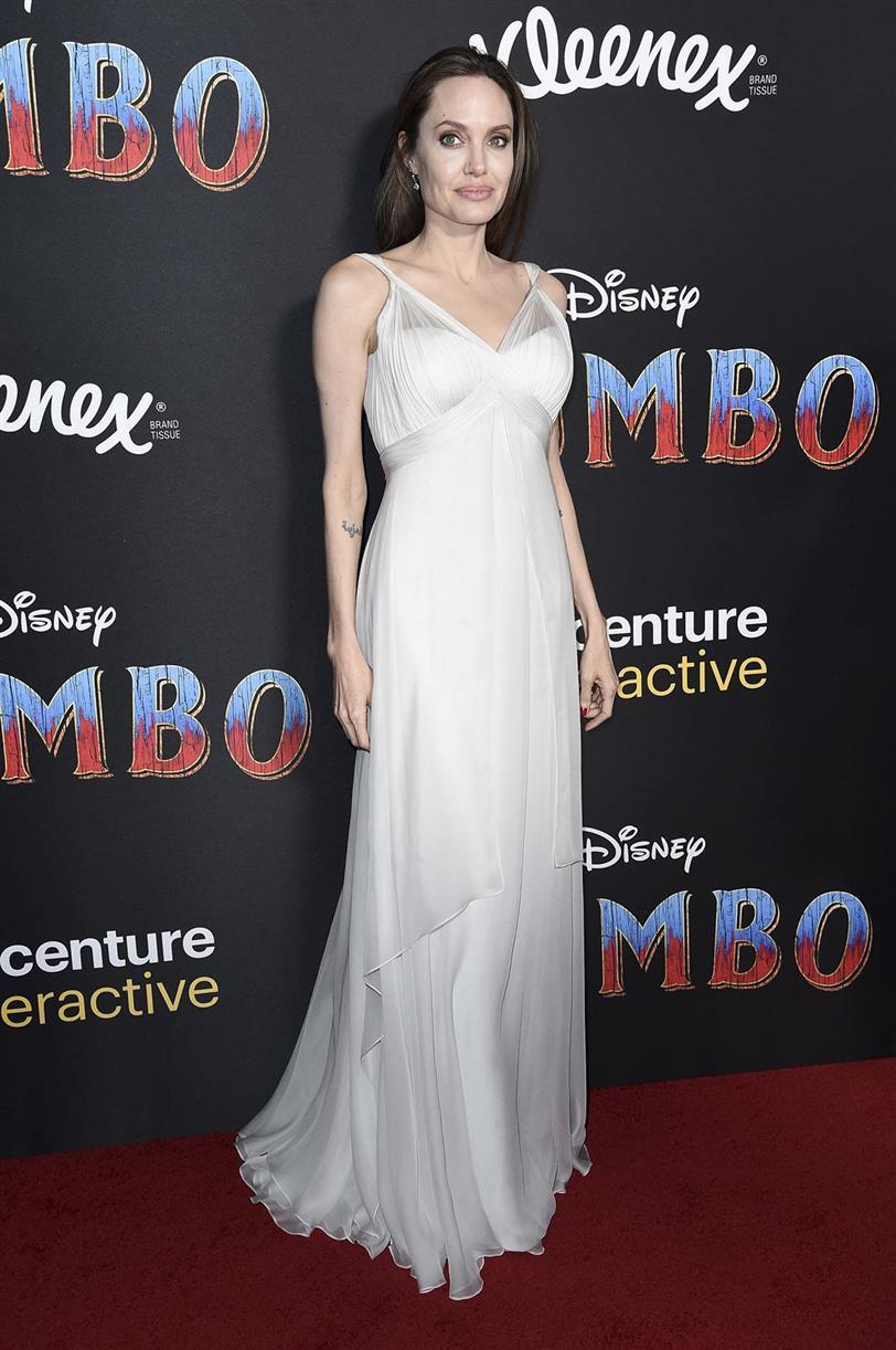 397443a3f Angelina Jolie tiene el vestido de novia más bonito de la primavera ...