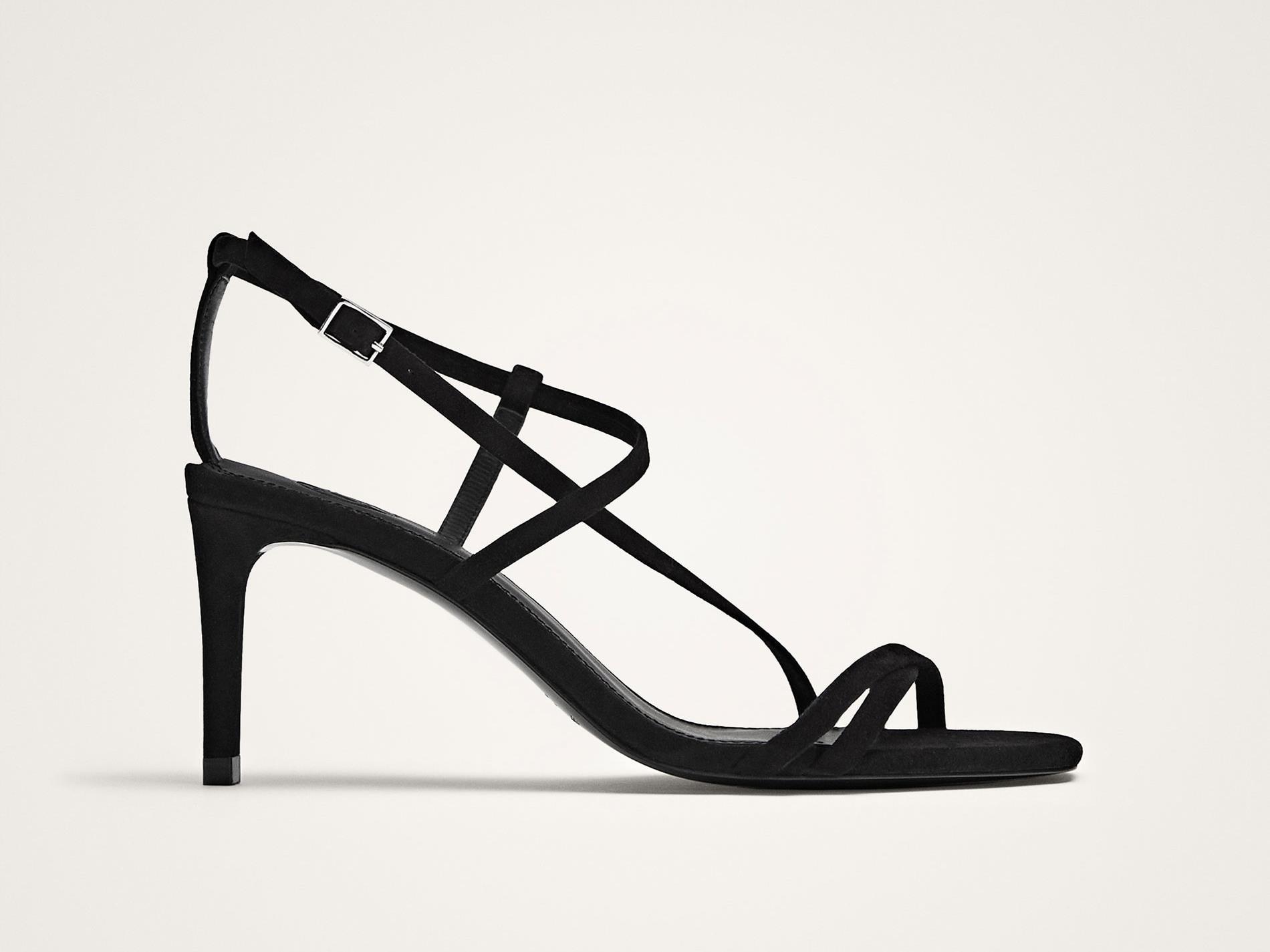 85f9f94419c sandalias-negras-massimo-dutti. Sandalias negras con tacón bajo