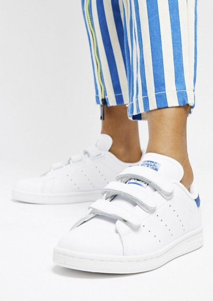 7d821fa70da Zapatilla blanca y azul Stan Smith. Zapatillas Stan Smith