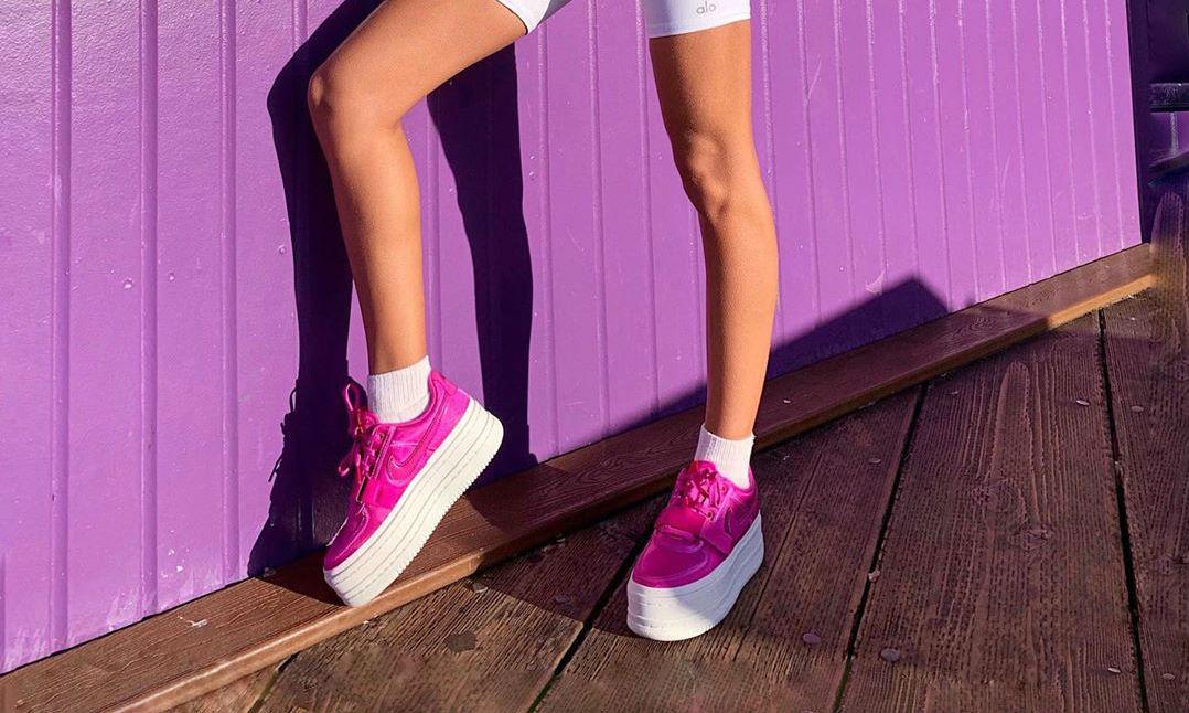 Zapatillas rosas, color más de moda primavera 2019 InStyle