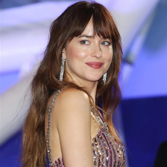 Dakota Johnson va a dar el 'sí, quiero' al chico Coldplay