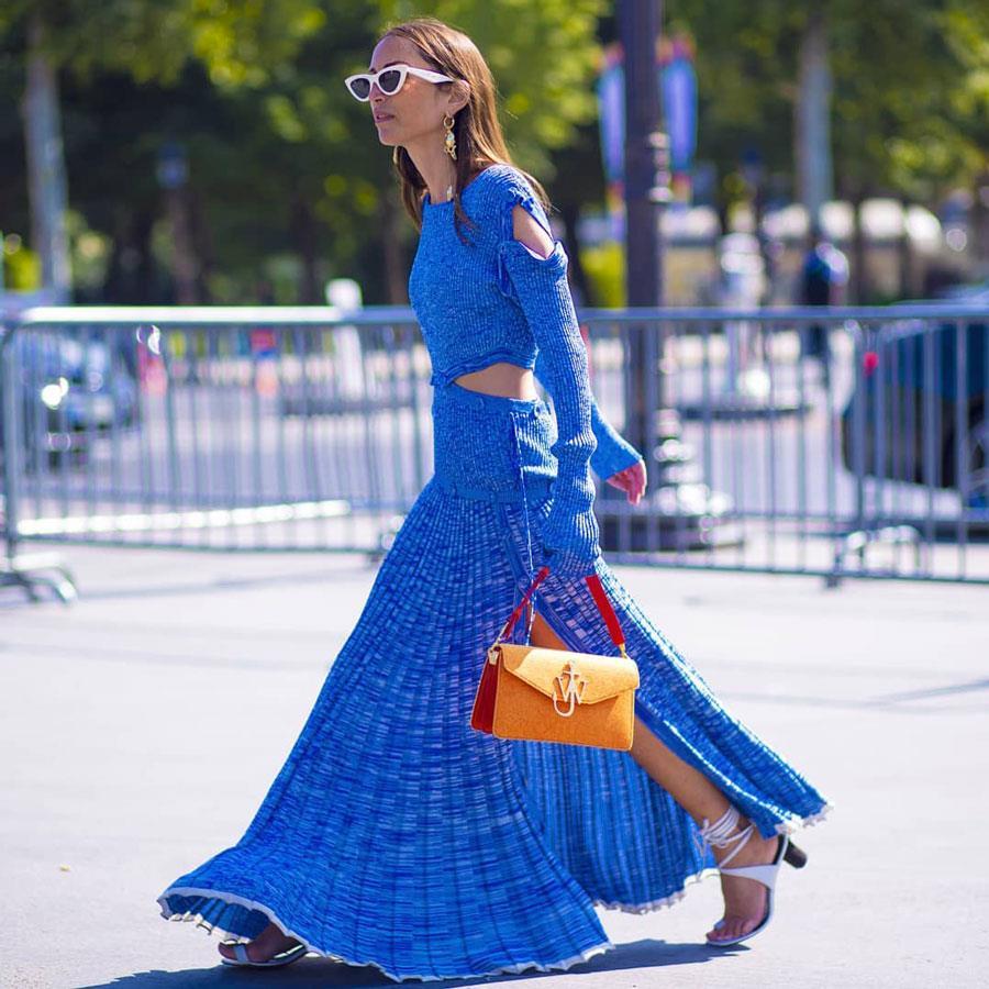 Complementos para un vestido azul y blanco