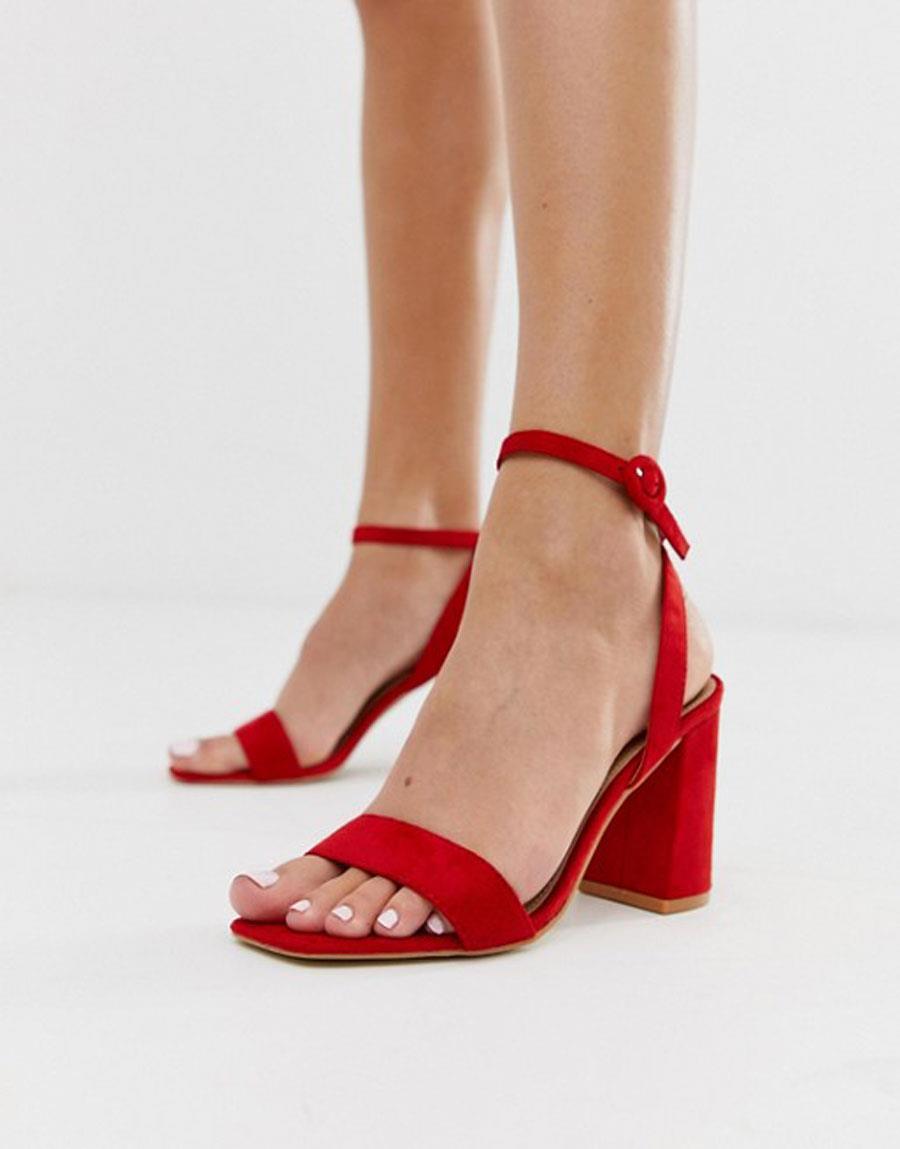 ae6a8c738 colores-que-combinan-con-azul-sandalias-rojas. Sandalias rojas