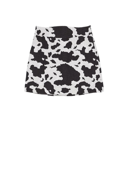 3d921a86514 burberry-falda-vaca-stradivarius. Falda con estampado de vaca
