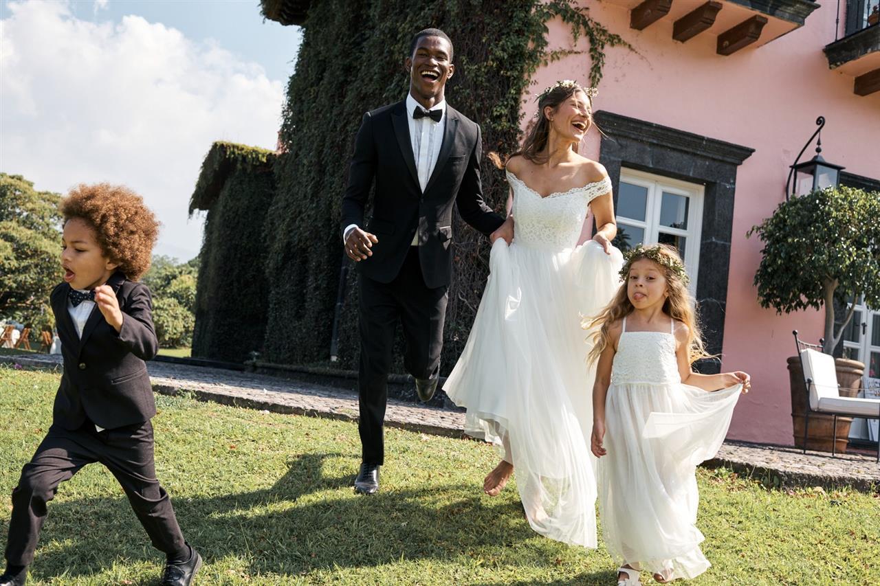 604b4b799 H M lanza la colección de novias que nos ha hecho suspirar un  sí ...