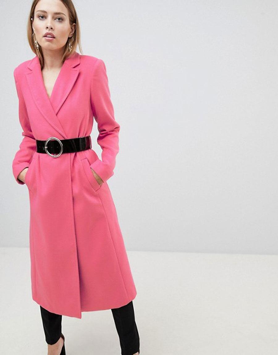 7df5b8e5ae7 colores-que-combinan-con-amarillo-abrigo-rosa. Abrigo rosa