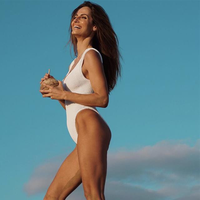 080742d4d508 Sara Carbonero tiene el primer bañador y bikini de la temporada de ...