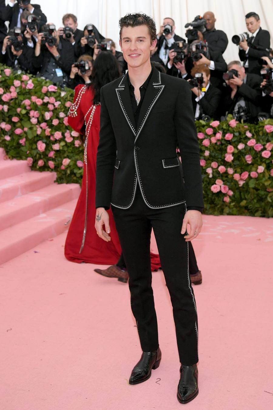 Shawn Mendes in Saint Laurent by Anthony Vaccarello - Met Gala 2019 (1). Shawn Mendes de Saint Laurent