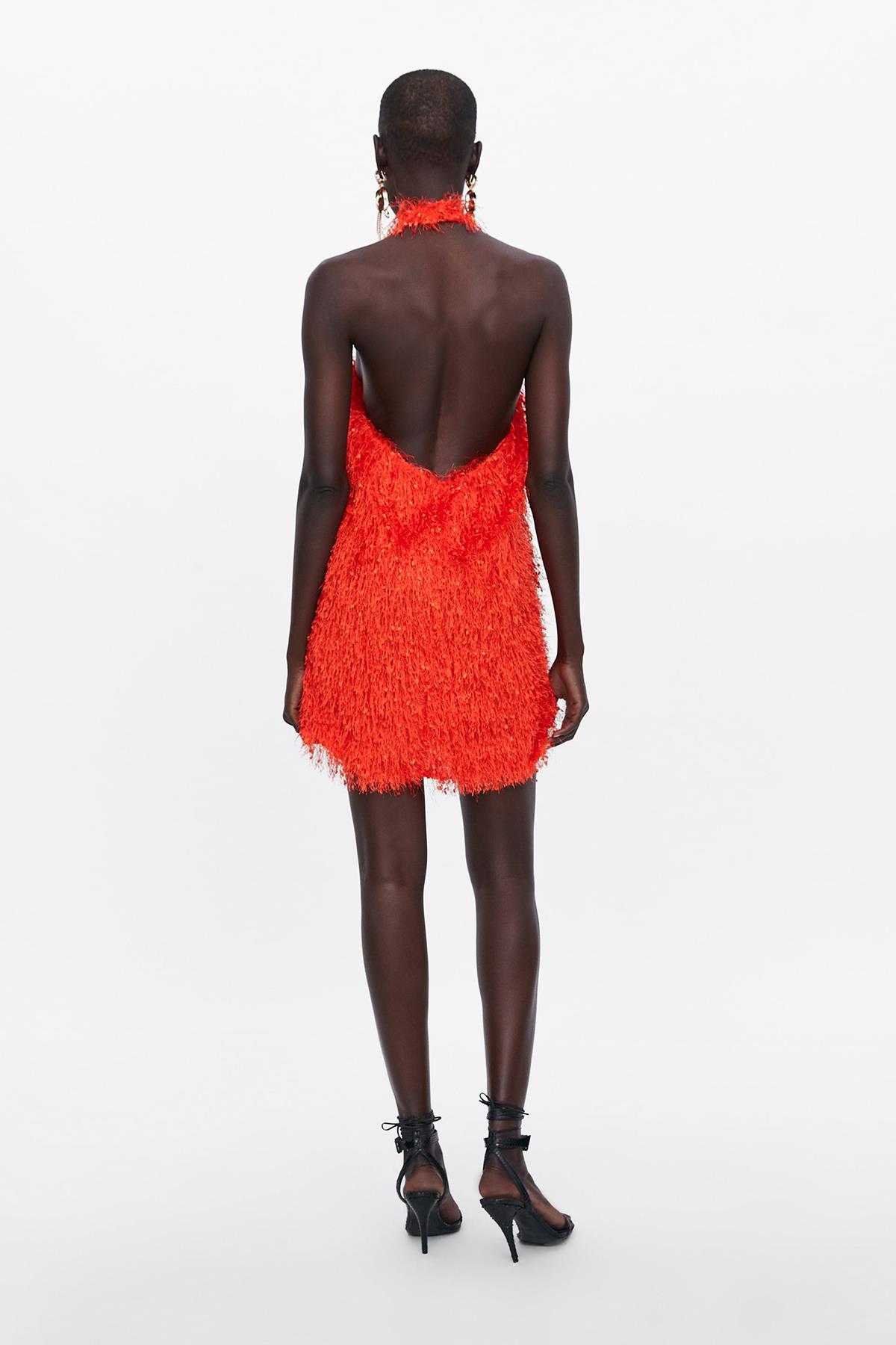 b82817ce22 Vestido rojo con espalda al aire