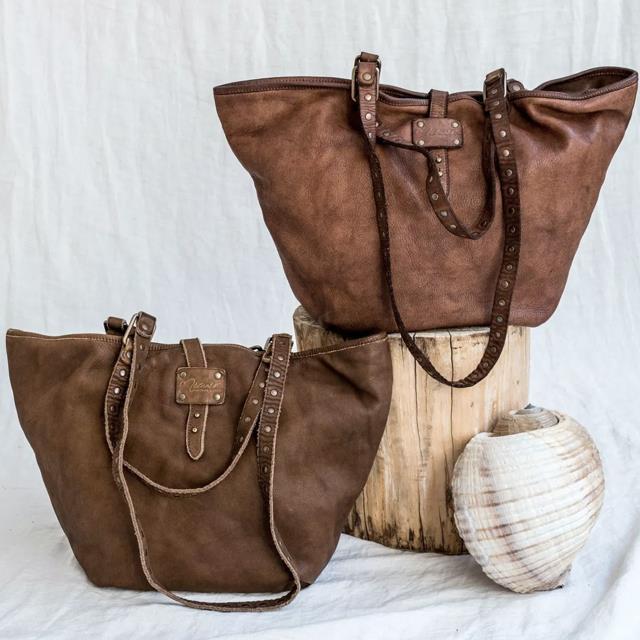 dba190854 bolso capazo de cuero de Micuir por 239 euros. El bolso eterno, para todo