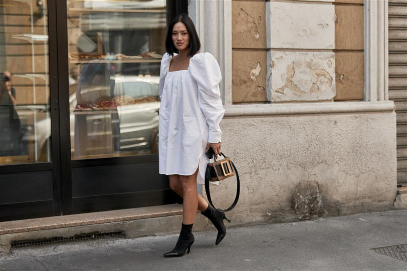 a22a88217 Vestidos blancos  la tendencia de moda verano 2019 que estiliza ...