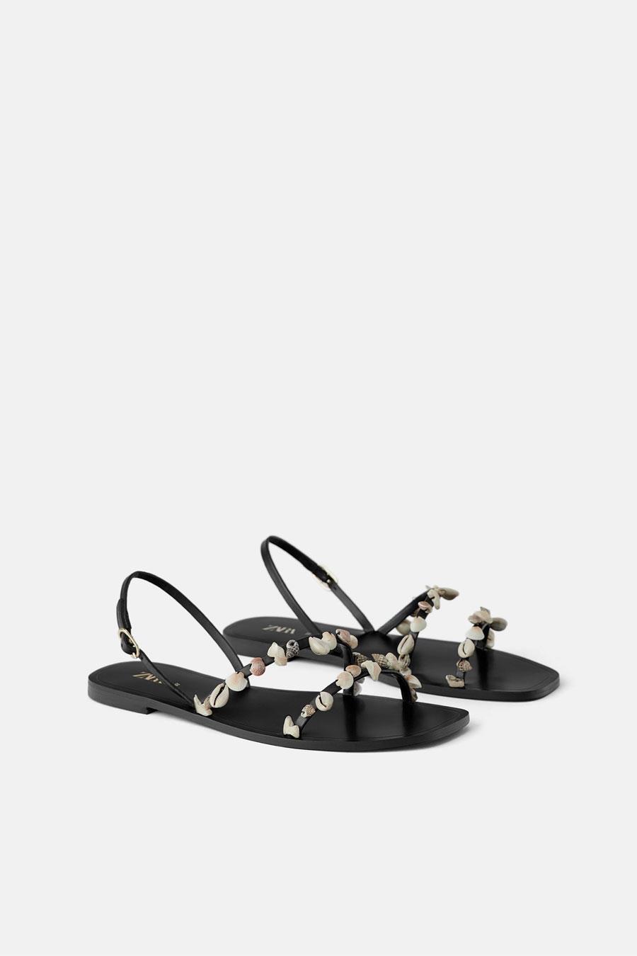 d7fcf670 81 / 782. Sandalias con conchas de Zara