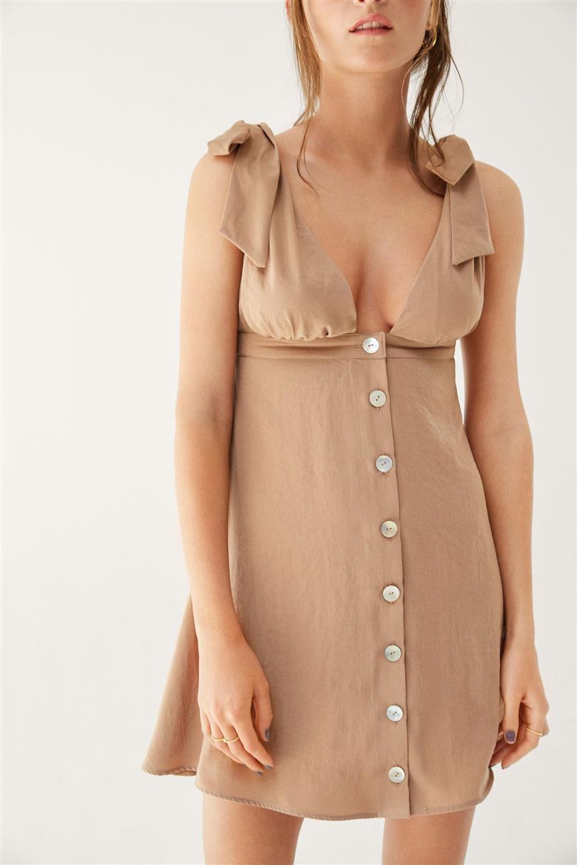 400d3aed4 Marta Hazas tiene el vestido camel más exclusivo del verano - InStyle