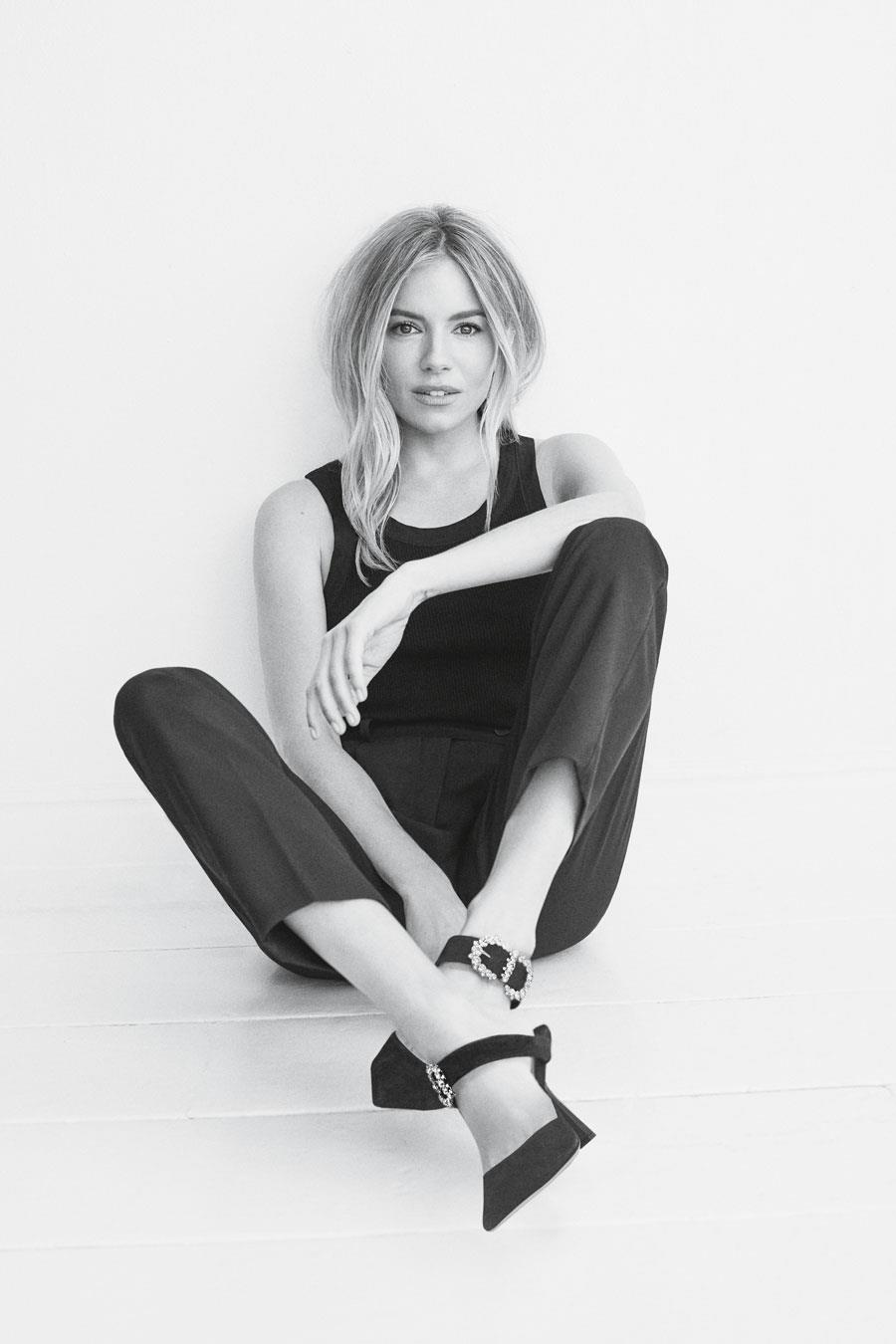JIMMY-CHOO-SIENNA-MILLER-IN-MY-CHOOS-negro