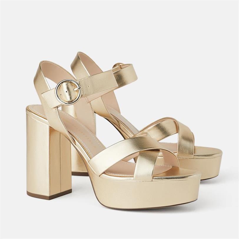 4899f58f7c7 Paula Echevarría tiene las sandalias de Zara que pegan con todo ...