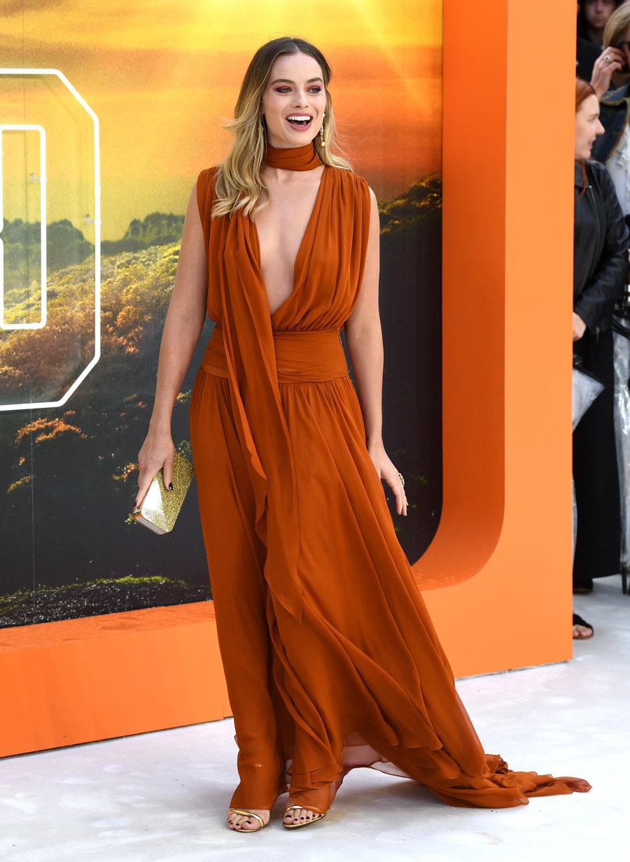 margot-robbie-look-de-invitada