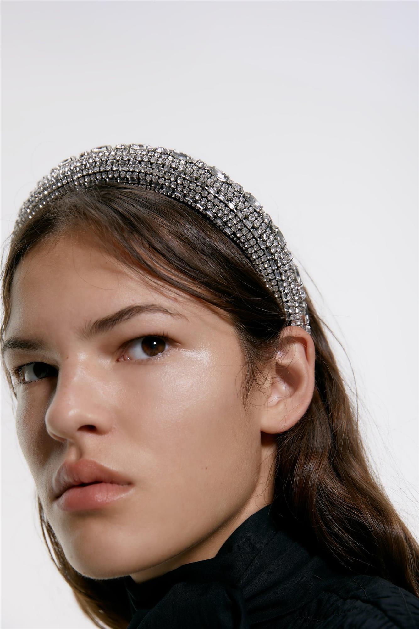 Diademas: el accesorio de pelo de moda otoño 2019 en Zara