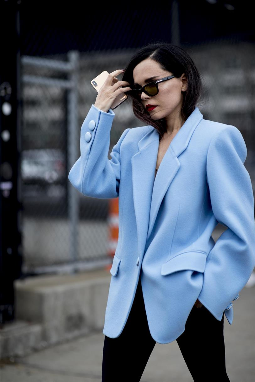 traje chaqueta mujer falda corta tendencias