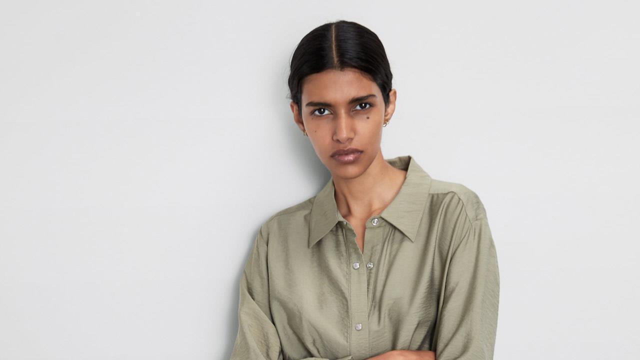 replicas a pies en comprar baratas Vestido camisero Zara de color caqui, tendencia de moda ...