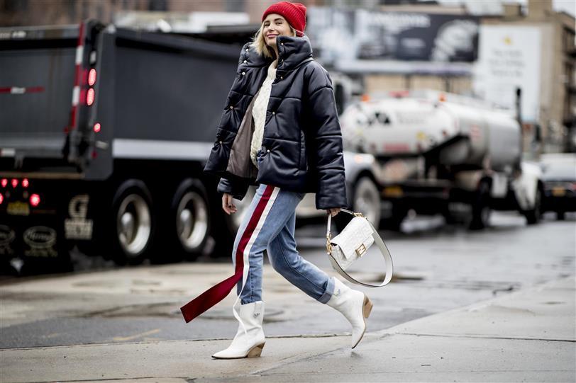 Vaqueros De Mujer Looks Moda Otono Invierno 2019 20 Con El Clasico Pantalon
