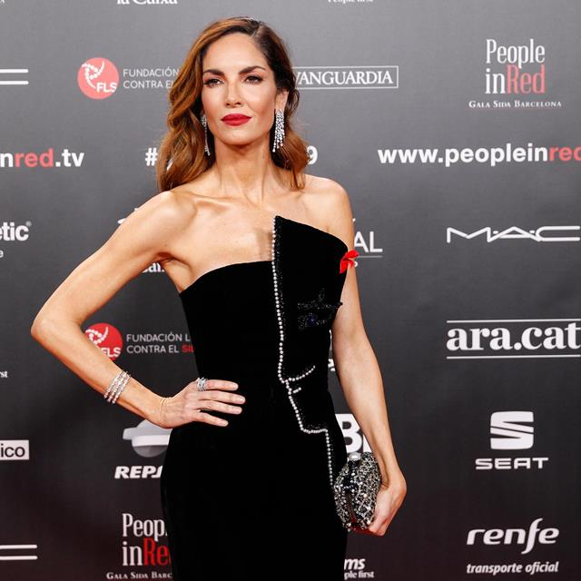 Eugenia Silva nos ha enamorado con este vestidazo en la gala 'People in Red'