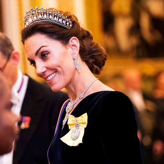Kate Middleton rinde homenaje a Lady Di con su tiara favorita: Lover's Knot