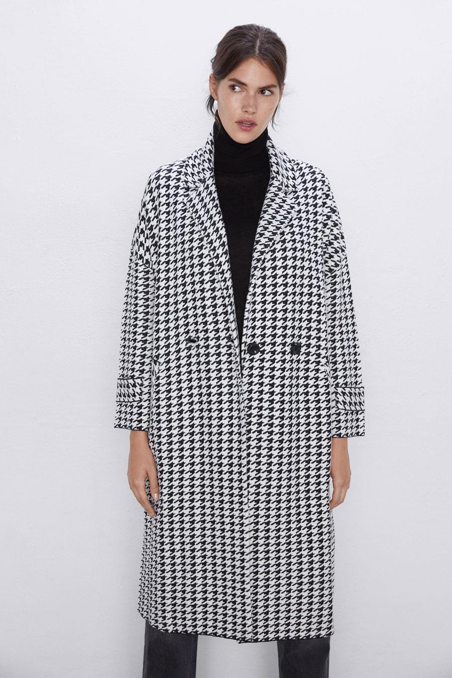 El agotadísimo abrigo de pata de gallo de Zara que nos ha