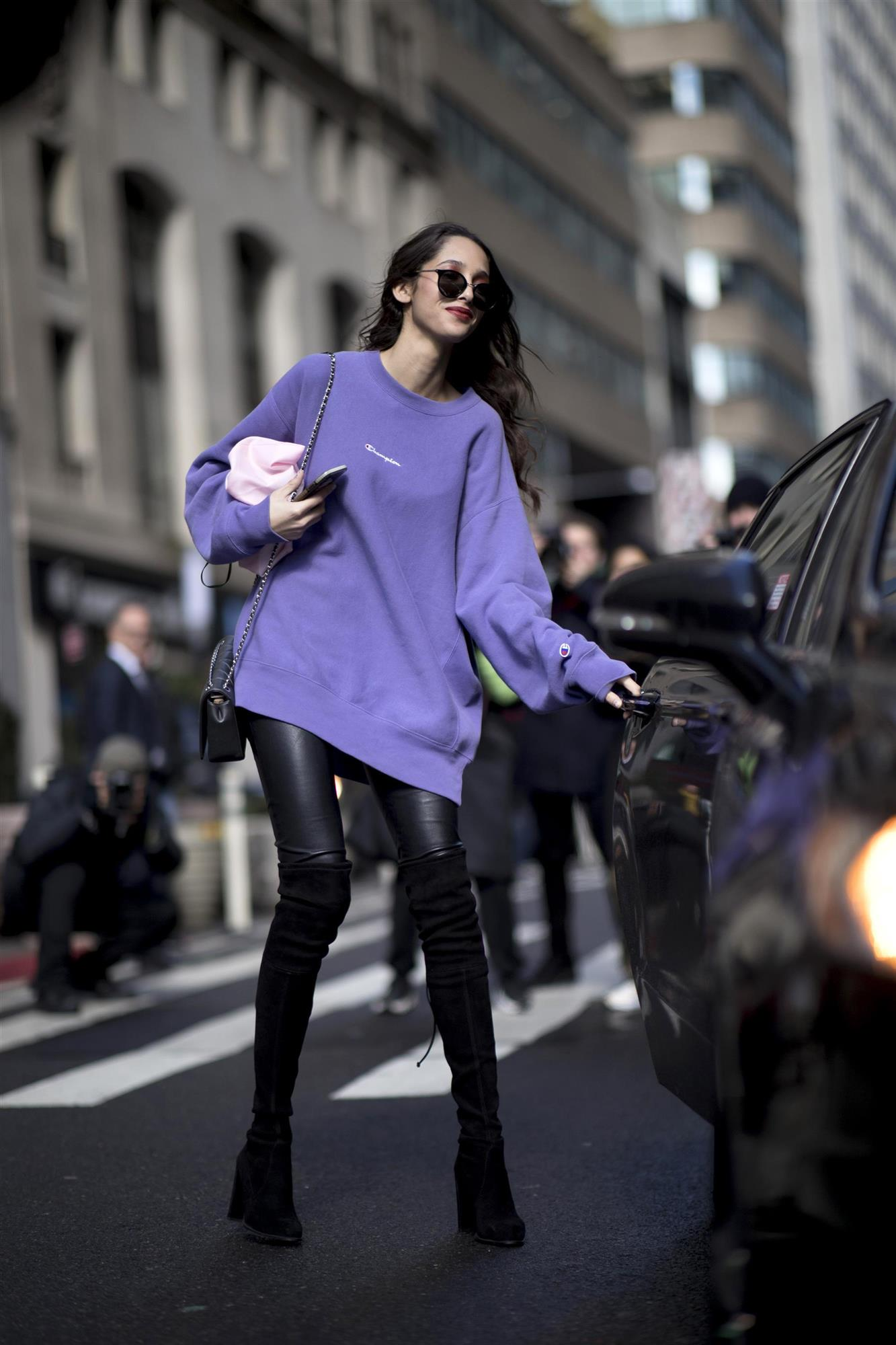 New York str F19 053b. Look con sudadera en color morado