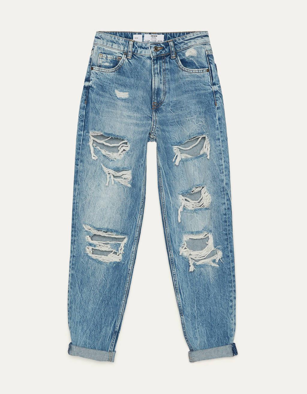 Vaqueros rotos estilo mom fit, de Bershka