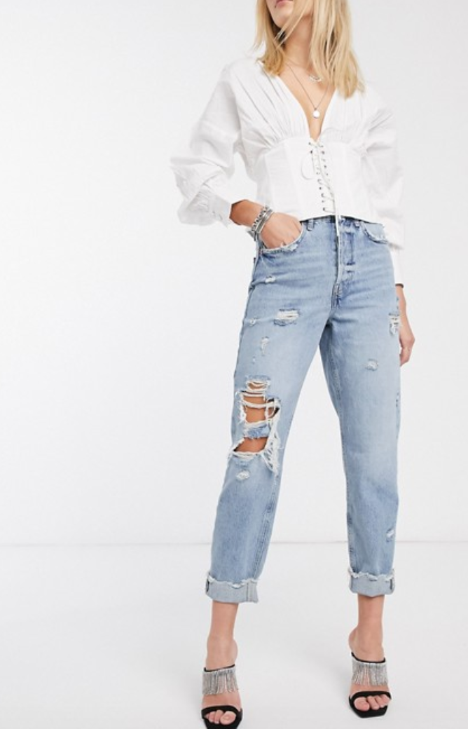 Vaqueros rotos estilo mom fit, de River Island
