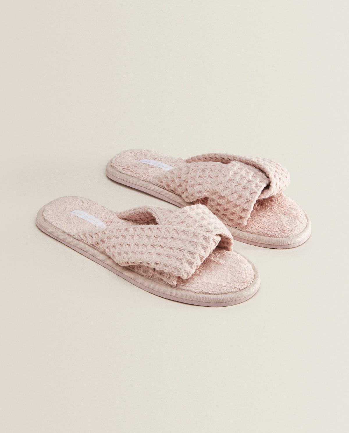 Zapatillas de estar por casa de Zara Home