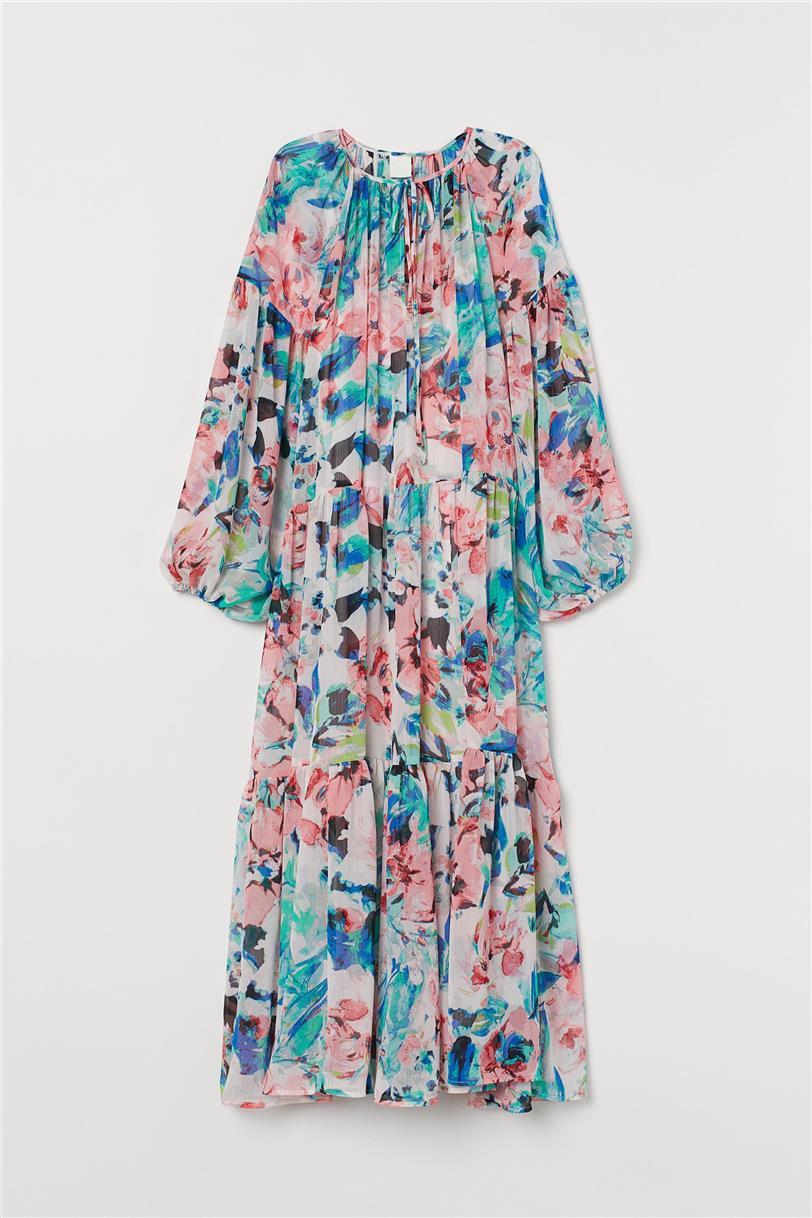 H&M tiene el vestido que mejor queda a mujeres de 50 años ¡con zapatillas! (palabra de experta)