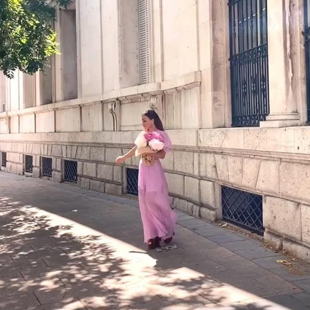 Paula Ordovás tiene el vestido más bonito de H&M y sienta igual de bien a todas las siluetas